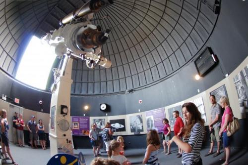 17-phoca thumb l observatoire-helen-sawyer-hogg-observatory2